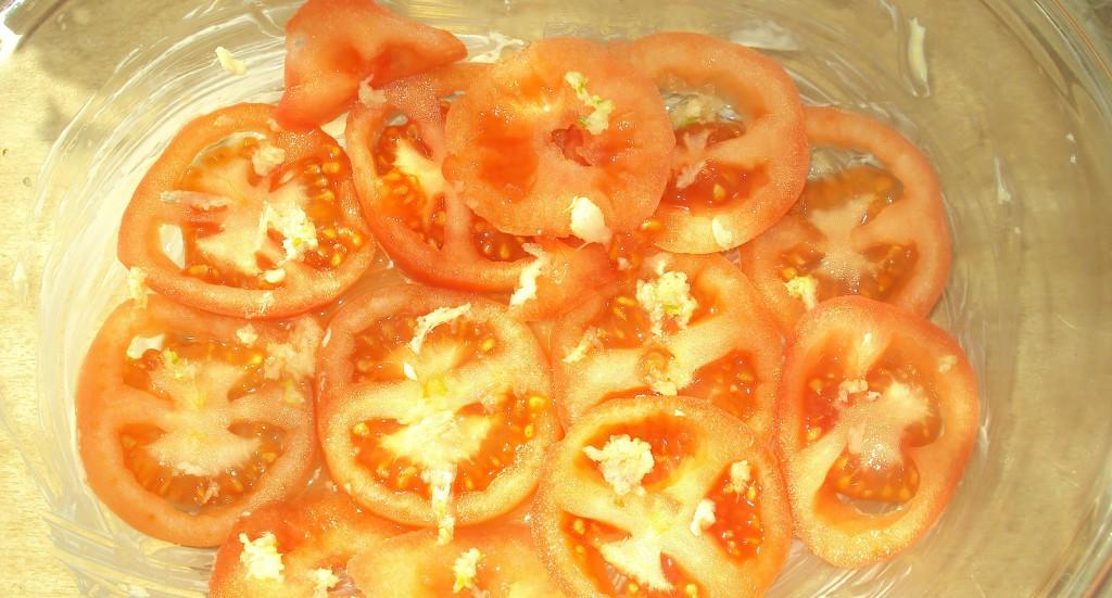 кусочки помидоров в форме