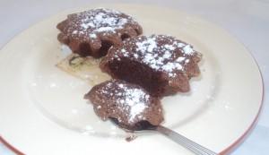 Шоколадное пирожное шоколад в шоколаде