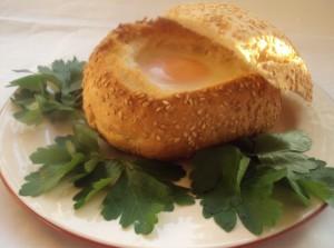 Быстрый завтрак яйцо в булочке