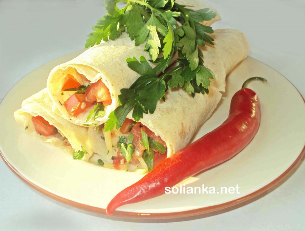 Буррито с индейкой, помидорами и сыром - видеорецепт