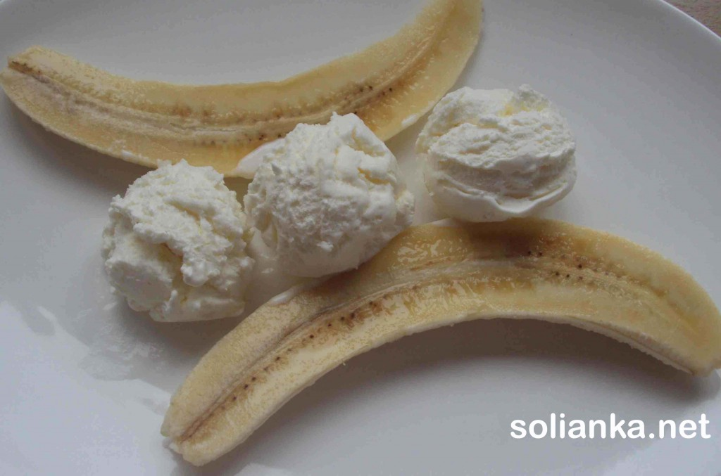 выложить мороженое к банану