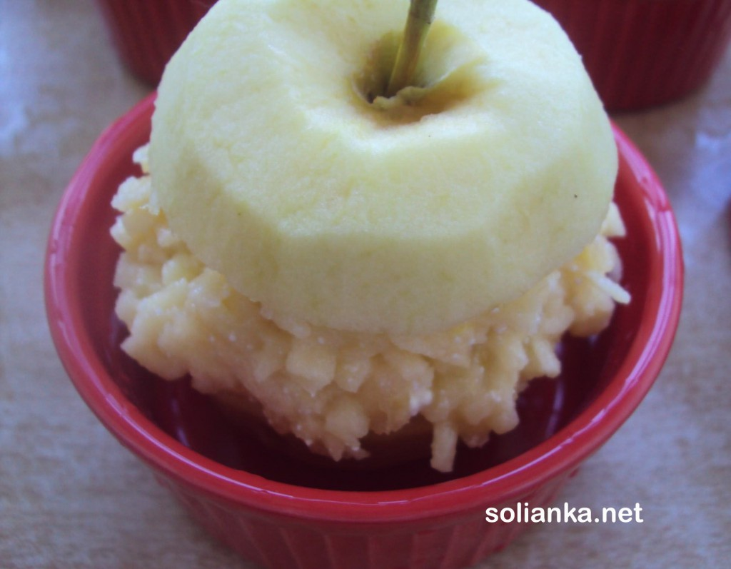 уложить яблочко