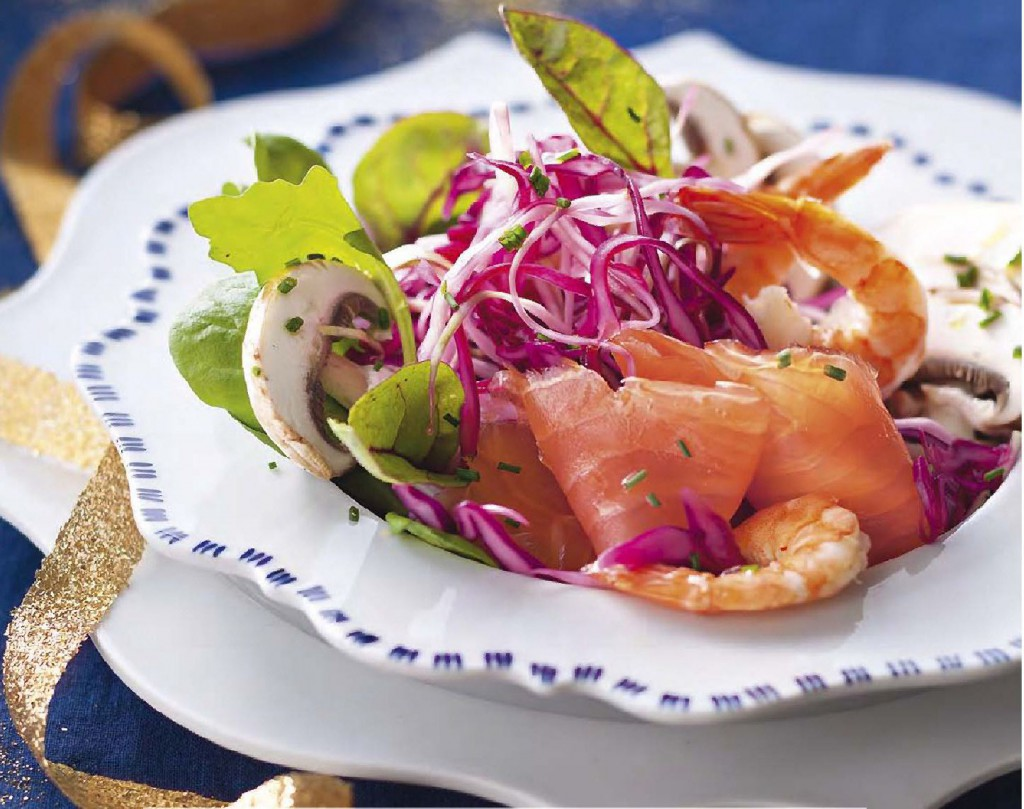 рецепт с фото простого, вкусного и легкого салата со слабосоленой семгой