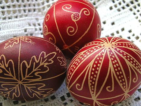 воском расписать яйца