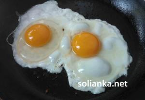 салат с беконом яйца
