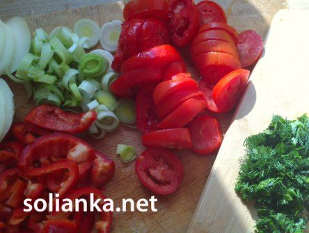 нарубленные овощи для морского окуня