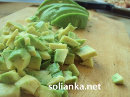 кусочки авокадо для салата кобб