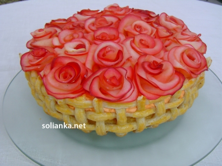 торт с яблочными розами