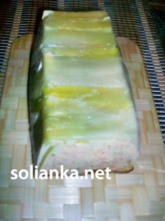 лососевый хлеб на столе