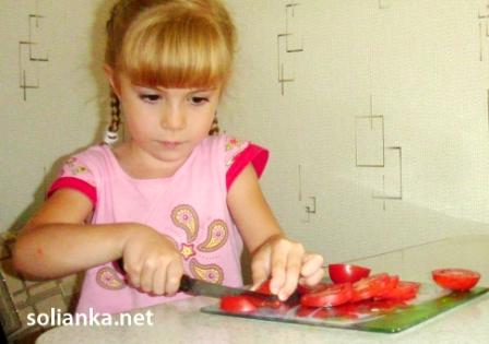 помидоры нарезать кусочками мелко