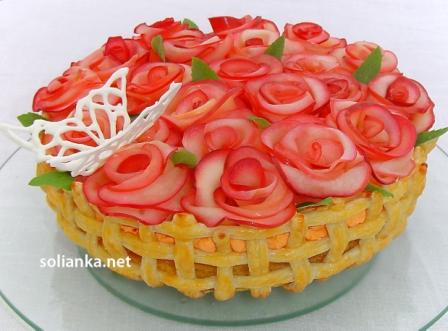 торт с розами бабочкой и мятой