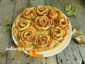 Яблочный пирог с розочками