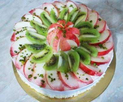 йогуртовый торт с киви и яблоками фото