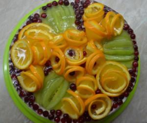 Бисквитно-йогуртовый торт с фруктами