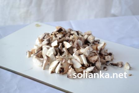 грибы нарезать