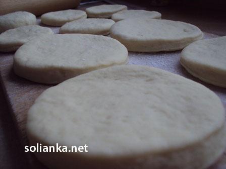 кружочки для булочек на сковороде