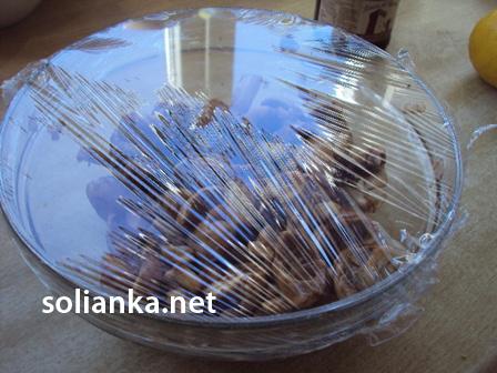 накрыть грибы пленкой салатник