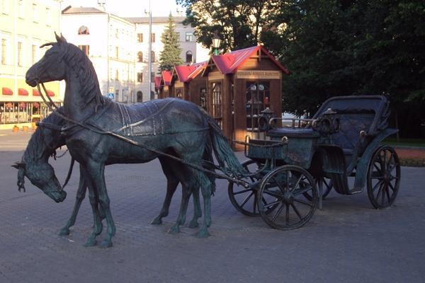 коляска губернатора возле ратуши минска