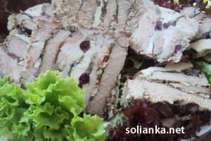 Как запечь мясо, фаршированное… мясом, в рукаве в духовке