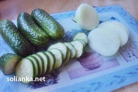 заготовка салата из огурцов на зиму