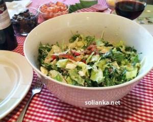 Новый салат с консервированным тунцом и мидиями