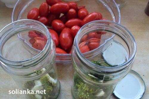 простой рецепт засолки помидоров на зиму