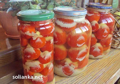 готовые помидоры с чесноком на зиму