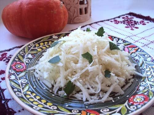 салат из свежей кольраби